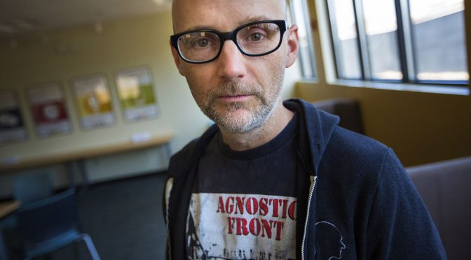 Le DJ new-yorkais Moby sort un clip « In The Cold Place » anti-Trump